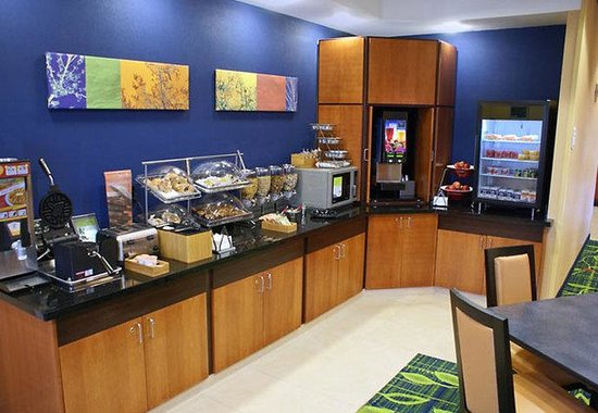Fairfield Inn & Suites Kingsburg: Breakfast Buffet