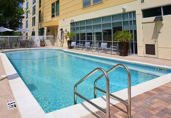 SpringHill Suites by Marriott Tampa North / Tampa Palms: Outdoor Pool