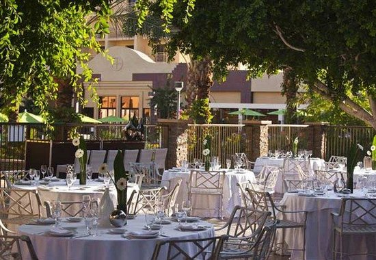 Renaissance Palm Springs Hotel: Outdoor Patio