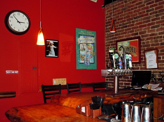 Brevard, Carolina del Norte: The Square Root restaurant and bar