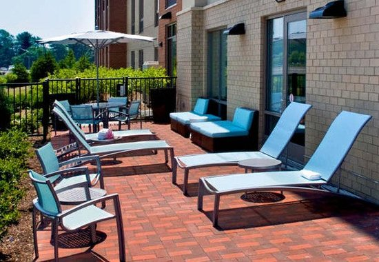 East Syracuse, NY: Outdoor Patio