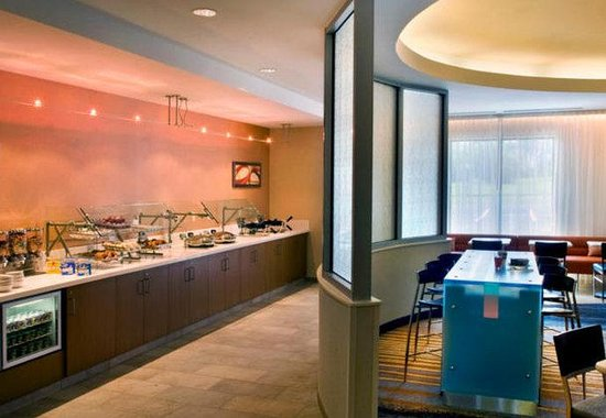 SpringHill Suites Syracuse Carrier Circle: Breakfast Area