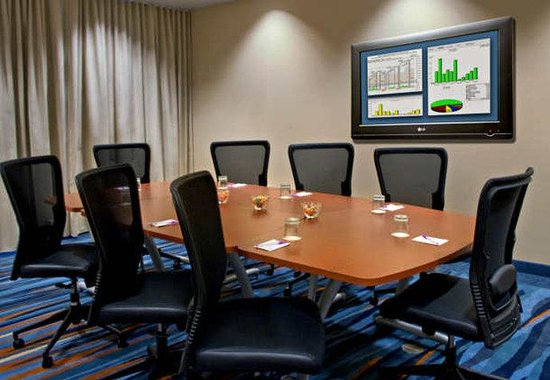 SpringHill Suites Syracuse Carrier Circle: Boardroom