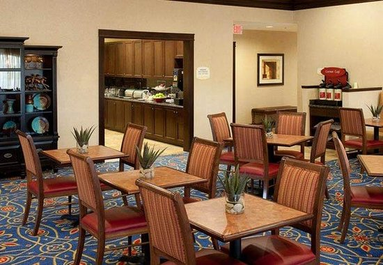 TownePlace Suites Fort Worth Downtown: Breakfast Dining Area