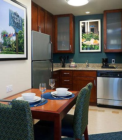 Residence Inn Cincinnati Downtown: Suite Kitchen