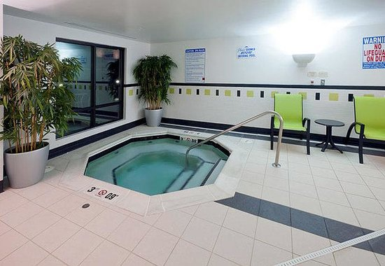Fairfield Inn & Suites Charlotte Matthews: Indoor Whirlpool