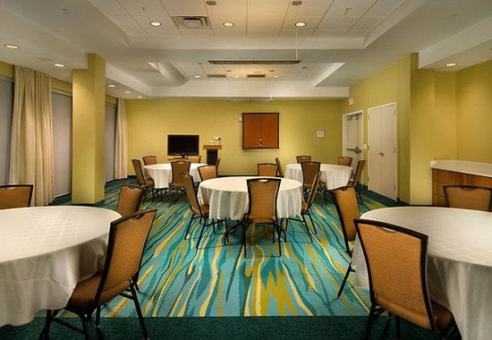 Woodbridge, VA: Potomac Meeting Room – Round Style