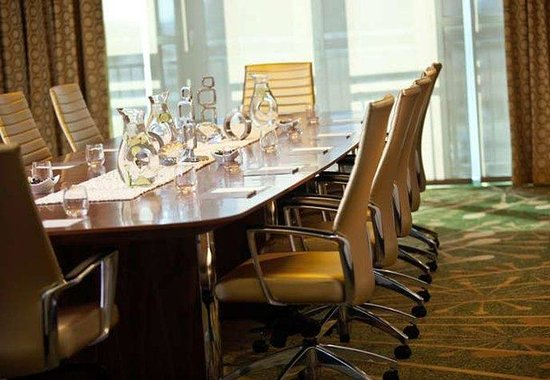Renaissance Arlington Capital View Hotel: Executive Boardroom