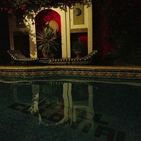 Hotel Colonial: Pool at night.