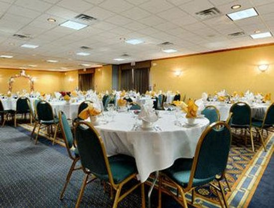 Ramada Plaza Milwaukee Airport Hotel and Conference Center: Banquet Room Terrace