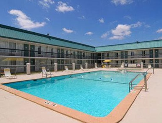 Ramada Conference Center Perry, GA: Pool