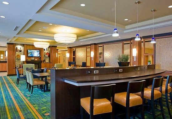 Fairfield Inn & Suites Columbus: Breakfast Room