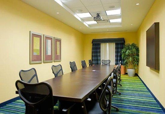 Fairfield Inn & Suites Columbus: Tombigbee Boardroom