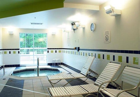Fairfield Inn & Suites Millville: Indoor Whirlpool