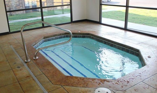 Holiday Inn Express Hotel & Suites Arkadelphia/Caddo Valley: Whirlpool