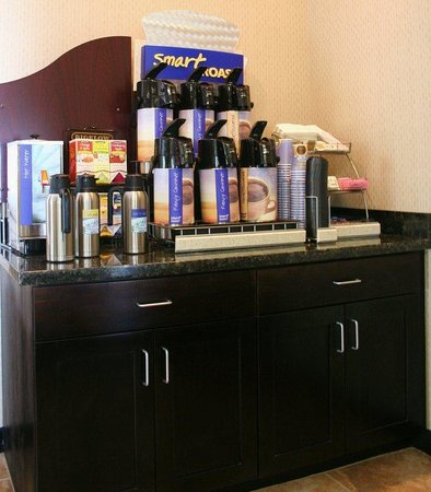 Holiday Inn Express Hotel & Suites Arkadelphia/Caddo Valley: Breakfast Bar Coffee Station