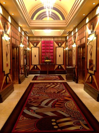 MGM Grand Hotel and Casino: Elevator corridor art decor
