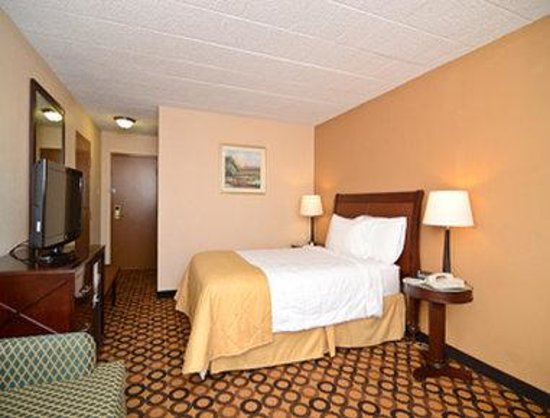 Lake Harmony, PA: Queen Bed Room