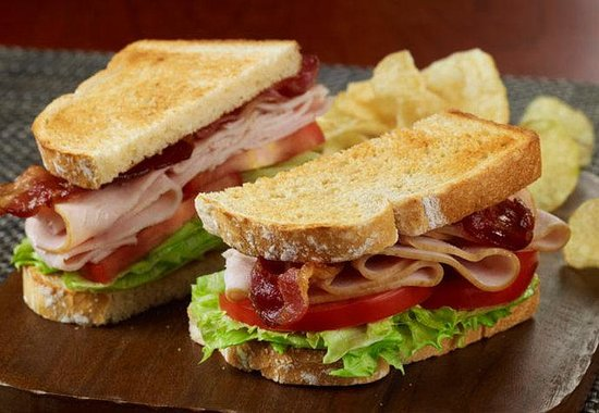 Courtyard Buffalo Airport: The Bistro Turkey BLT