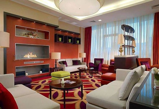 Courtyard by Marriott Irkutsk City Center: Lobby Fireplace
