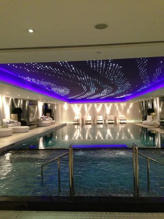 The Mira Hong Kong: Indoor heated swimming pool