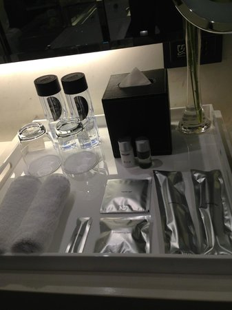 The Mira Hong Kong: Neat & Complete toiletries