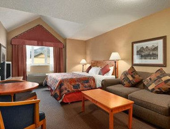 Ramada Inn &amp; Suites Canmore: Standard King Bed Room