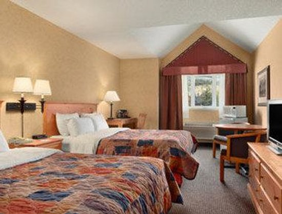 Ramada Inn &amp; Suites Canmore: Standard Two Bed Room