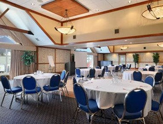 Ramada Inn &amp; Suites Canmore: Meeting Room
