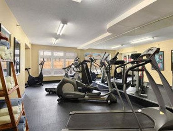 ‪‪Ramada Inn & Suites Canmore‬: Fitness Centre‬