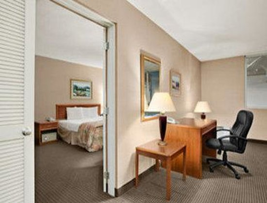 Days Inn Suites and Conference Center: Suite