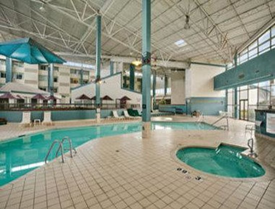 Days Inn Suites and Conference Center: Pool