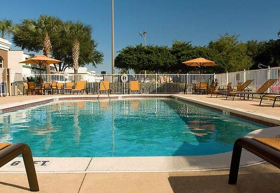 Fairfield Inn & Suites Orlando Lake Buena Vista: Outdoor Pool