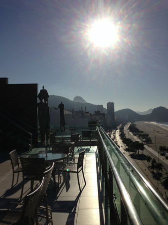Arena Copacabana Hotel: copacabana from the terrace and pool