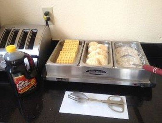 Days Inn Clermont Theme Park West: Breakfast Setup