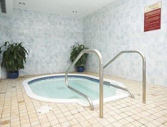 Ramada Hotel: Hot Tub