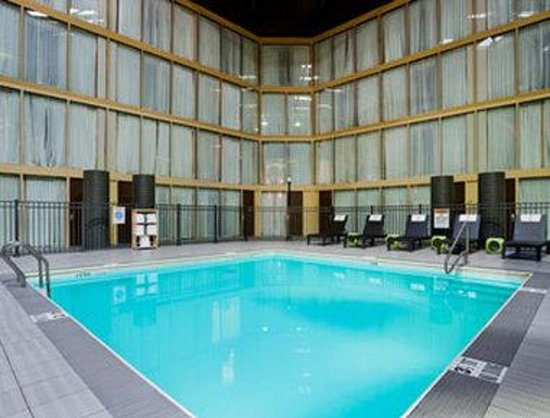 Ramada Plaza Hotel - Downtown Convention Center: Pool