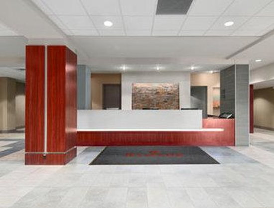 Ramada Winnipeg Hotel-Viscount-Gort: Lobby