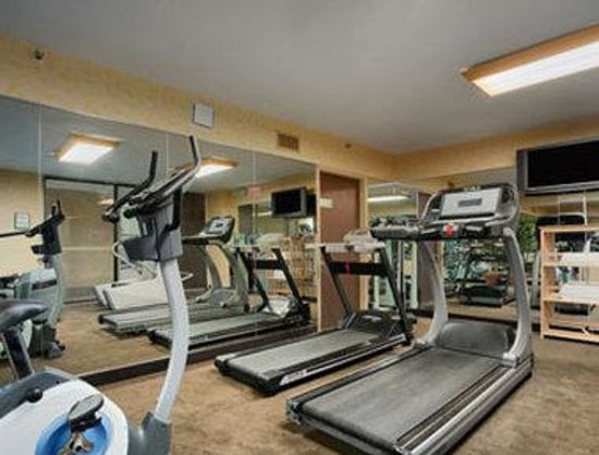 Ramada Plaza Hotel - Downtown Convention Center: Fitness Center