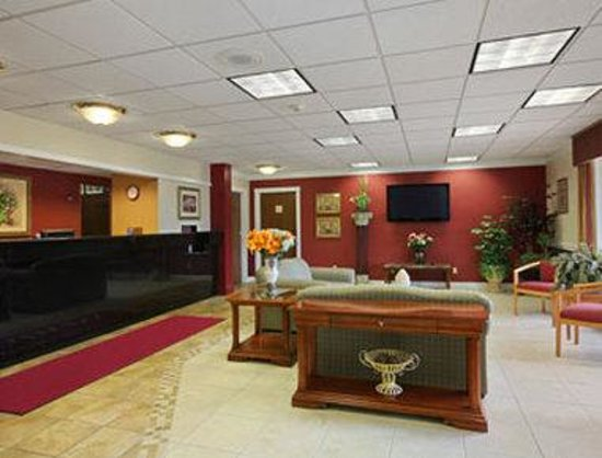 Ramada Inn and Conference Center: Lobby