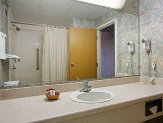 Zanesville, OH: Bathroom