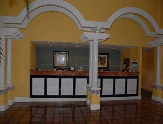 Ramada West Palm Beach Airport: Front Desk