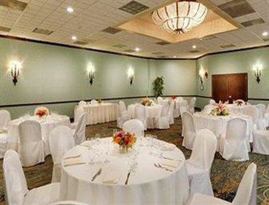 Holtsville, NY: Ballroom