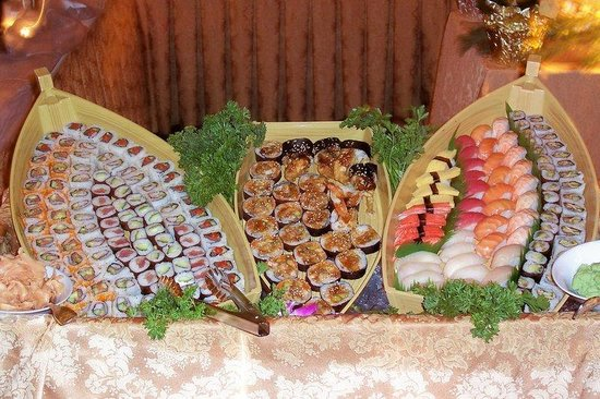 Crowne Plaza Boston Woburn: Sushi Display