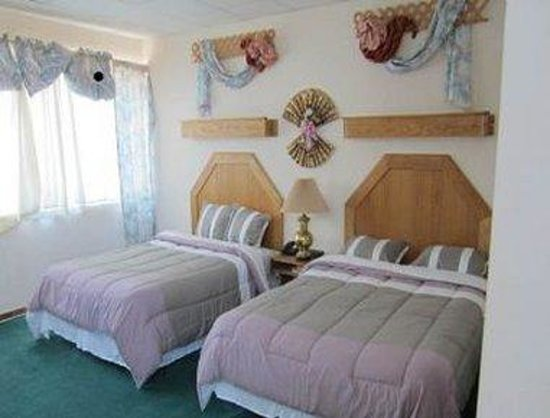 Ponca City, OK: Two Bed Guest Room