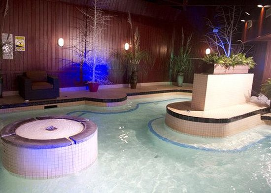 The Woodlands Inn: Hot tub