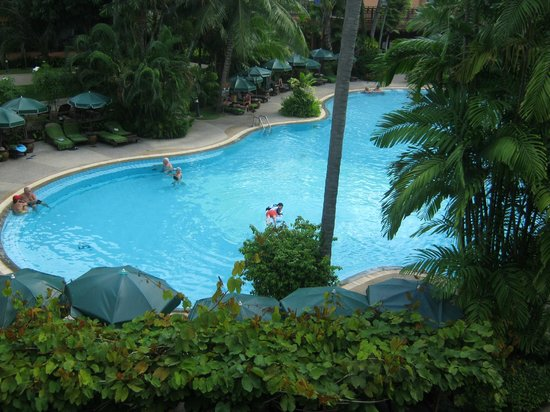 Patong Merlin Hotel: Pool below our room