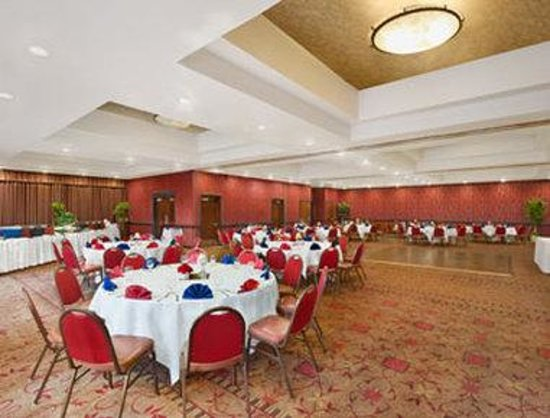 Ramada Tukwila SeaTac Airport Hotel: Banquet Room