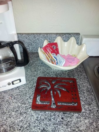 Plantation Hale Suites: Coffee packages gone, they were delicious