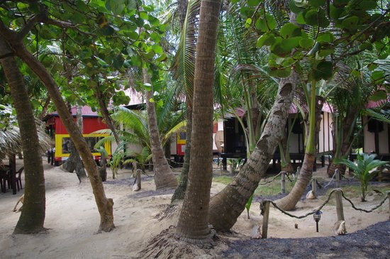 Little Corn Beach and Bungalow: Very clean grounds
